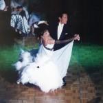 グリーンのライティングでワルツの一コマ、'99年の頃は白と黒に嵌つてました。